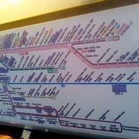 Igénylik az utasok az átláthatatlan tájékoztató táblákat?