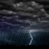 Jött a vihar, felvette az utasokat a garázsba tartó busz