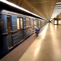 Ismét megrongáltak egy metrót - videó