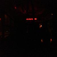 Lassan gyertyával világítanak az utasok