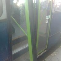 Kifordult a 21-es busz ajtaja a Déli pályaudvarnál