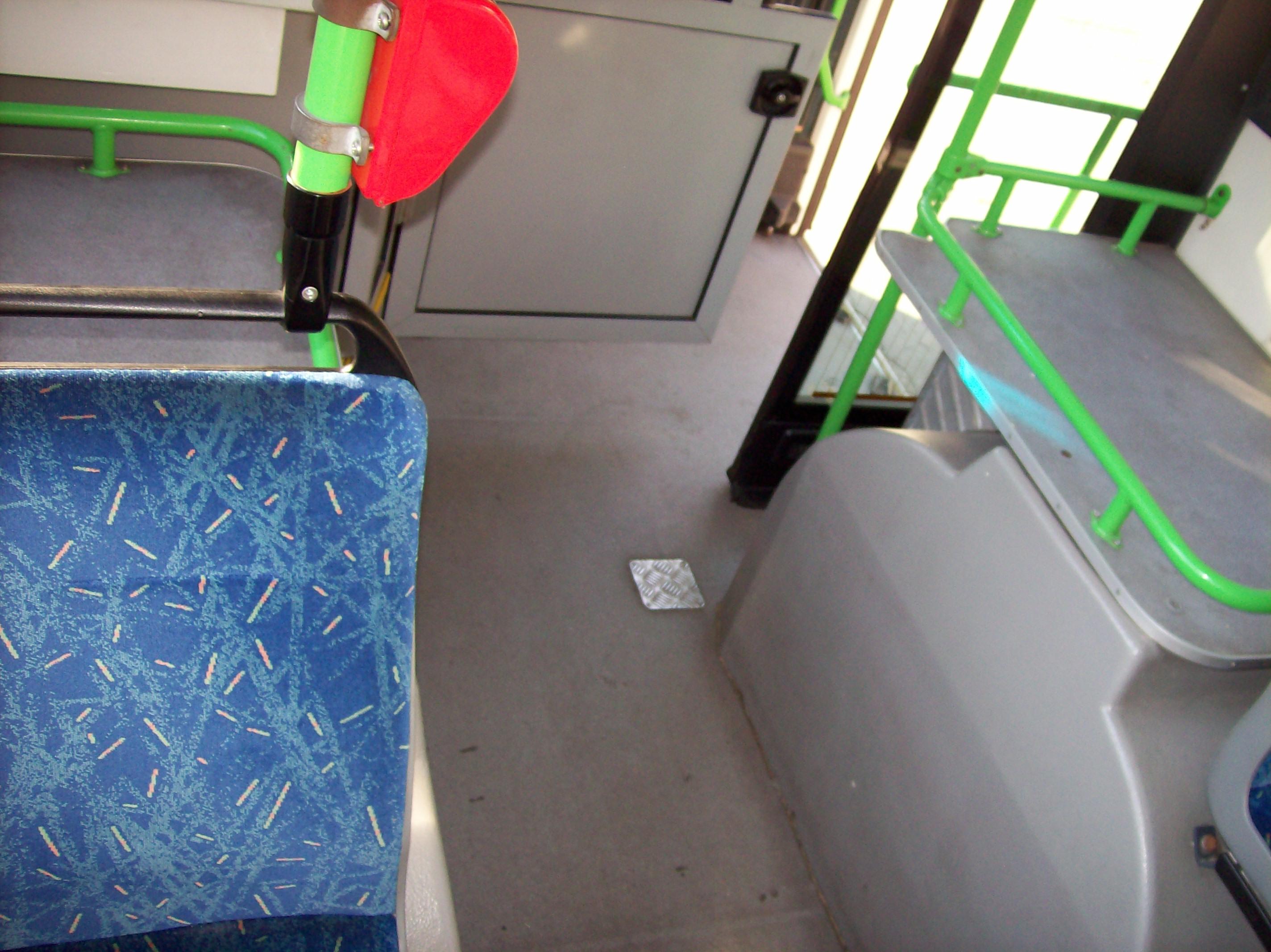 Az első kerekei felé egy csomagtartót raktak be ed6114e239