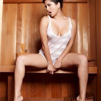 Sunny Leone In Sauna     (16 kép)