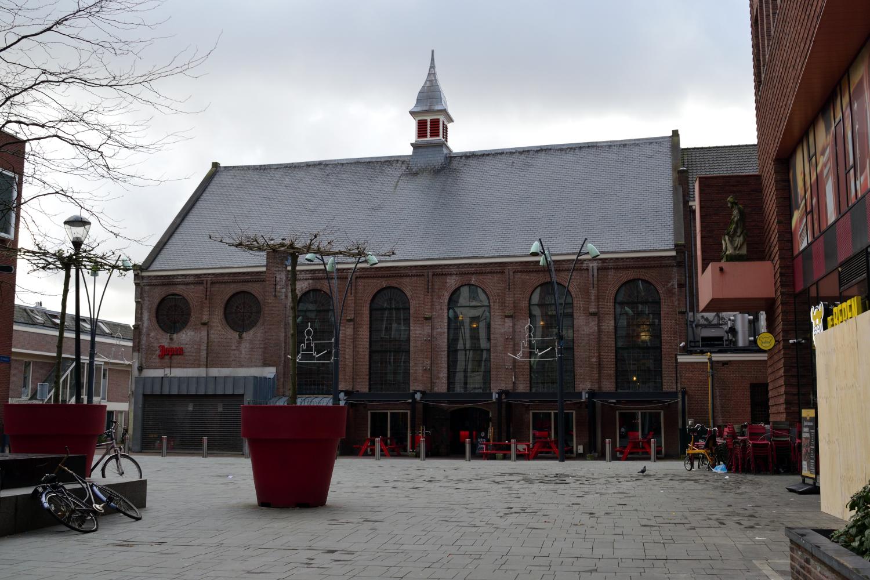 Ez a templomból átalakított söröző, mely Haarlemben található, Amszterdamtól fél órányira busszal. Egyébként a városka is nagyon szép.