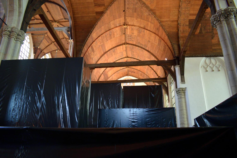 Amiben jelenleg egy modern művészeti kiállítást láthatunk Christian Boltanskitől április 29-ig. A művész nem valamit, hanem a hiányát ábrázolja különféle eszközökkel, melyek közül az egyik, a fekete nejlonnal bevont téglatestek.