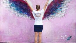 DIY gift ideas- paint your own souvenir t-shirt