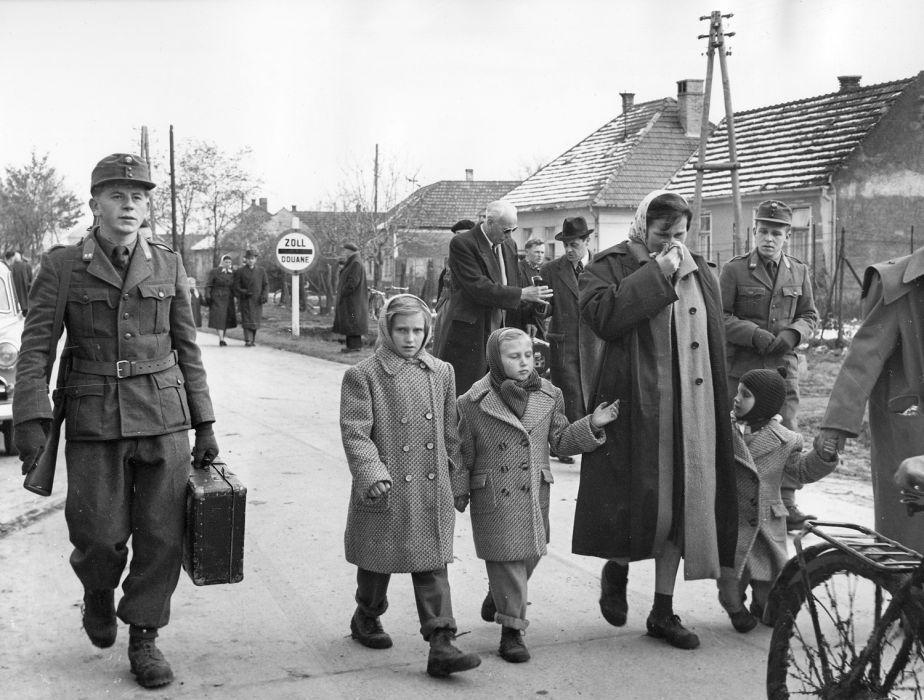 Magyar menekültek az osztrák Nickelsdorfban – (1956.)<br />(nlcafe.hu)