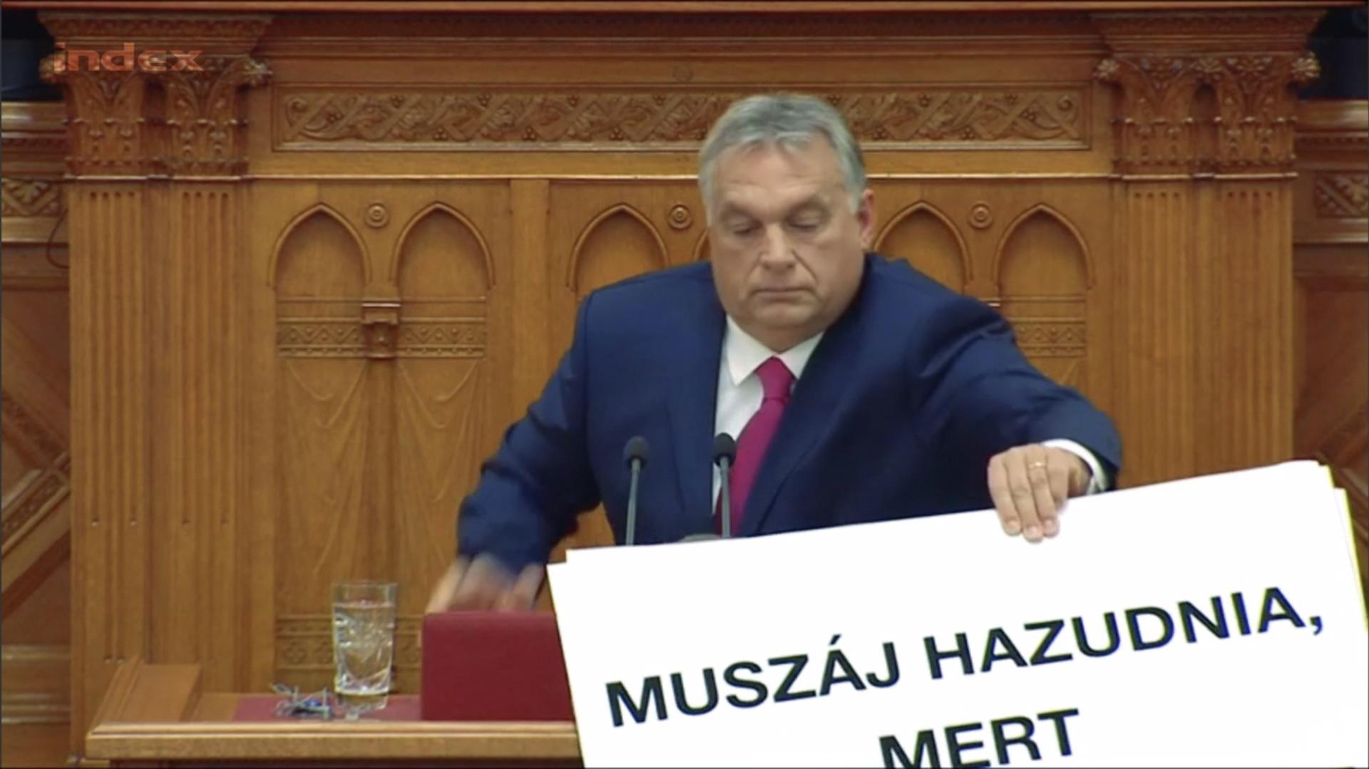 muszaj_hazudnia.jpg