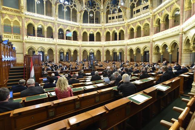 parlament_szabo.jpg