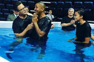 Újabb híresség lett Jehova Tanúja - Marques Houston
