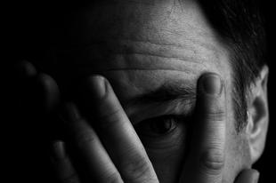 Fóbiák kialakítása: Hogyan használja fel az Őrtorony az irracionális félelmet a tagság megszilárdítására