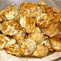 Kacsatöpörtyűs-hagymás pogácsa