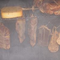 Füstölt kacsamell, sertésnyelv és fokhagyma
