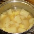 A legegyszerűbb köret: a sóba-vízbe krumpli, folyománya a dödölle