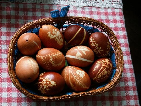 Easter_eggs_-_onion_decoration.jpg