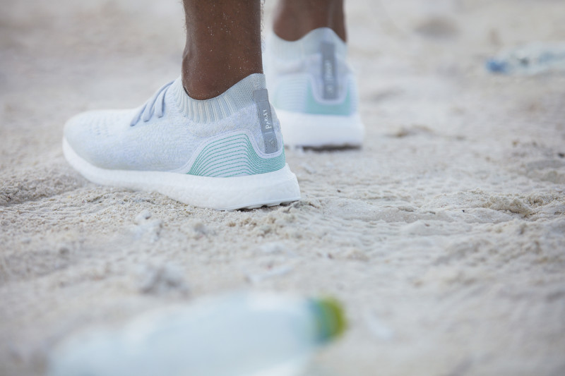 adidas-parley-for-the-oceans-ultra-boost-uncaged-football-jerseys-02-800x533.jpg