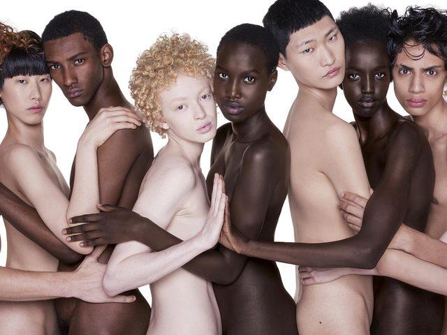 fürdőruha modellek meztelen