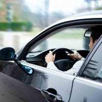 Neked mennek parkoláskor? Törik a kocsidat, ahogy kiállnak?