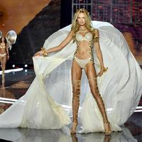 Íme az év legdögösebb divatbemutatója: A Victoria's Secret fehérnemű bemutató