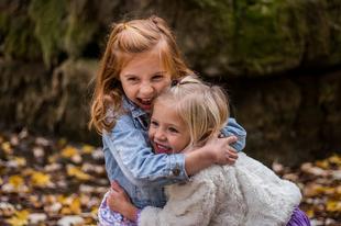 Így tanítsd meg újra mosolyogni a bántalmazott gyerekeket!