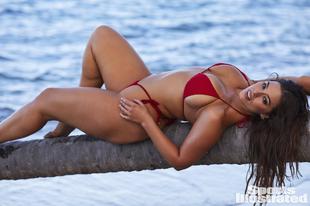 Ashley Graham még mindig elképesztően inspiráló és gyönyörű bikiniben!