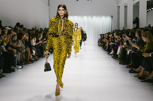 A Versace 2018-as tavaszi kollekciója egyszerűen zseniális