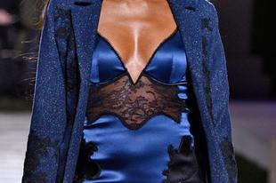 La Perla szexi fehérneműk, bőrszerkók és a dögös Naomi Campbell