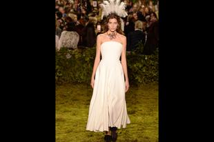 Helyenként értelmezhetetlen szettek Párizsból a Dior divatháztól