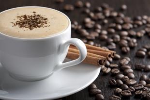 Kávéval a szem alatti karikák ellen!