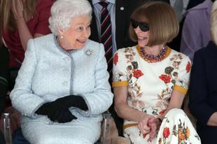 OMG! II. Erzsébet királynő a Londoni Fashion Week-en Anne Wintour mellett
