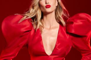 Herrera cipellője vörösben hódít