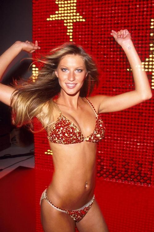 2000: The Red Hot Fantasy Bra - Gisele Bündchen<br />