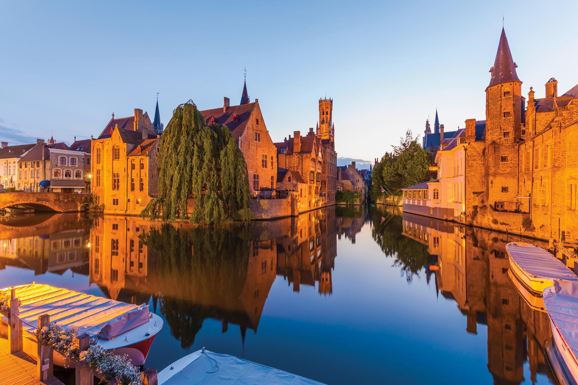 canal-bruges-belgium_adapt_1900_1.jpg
