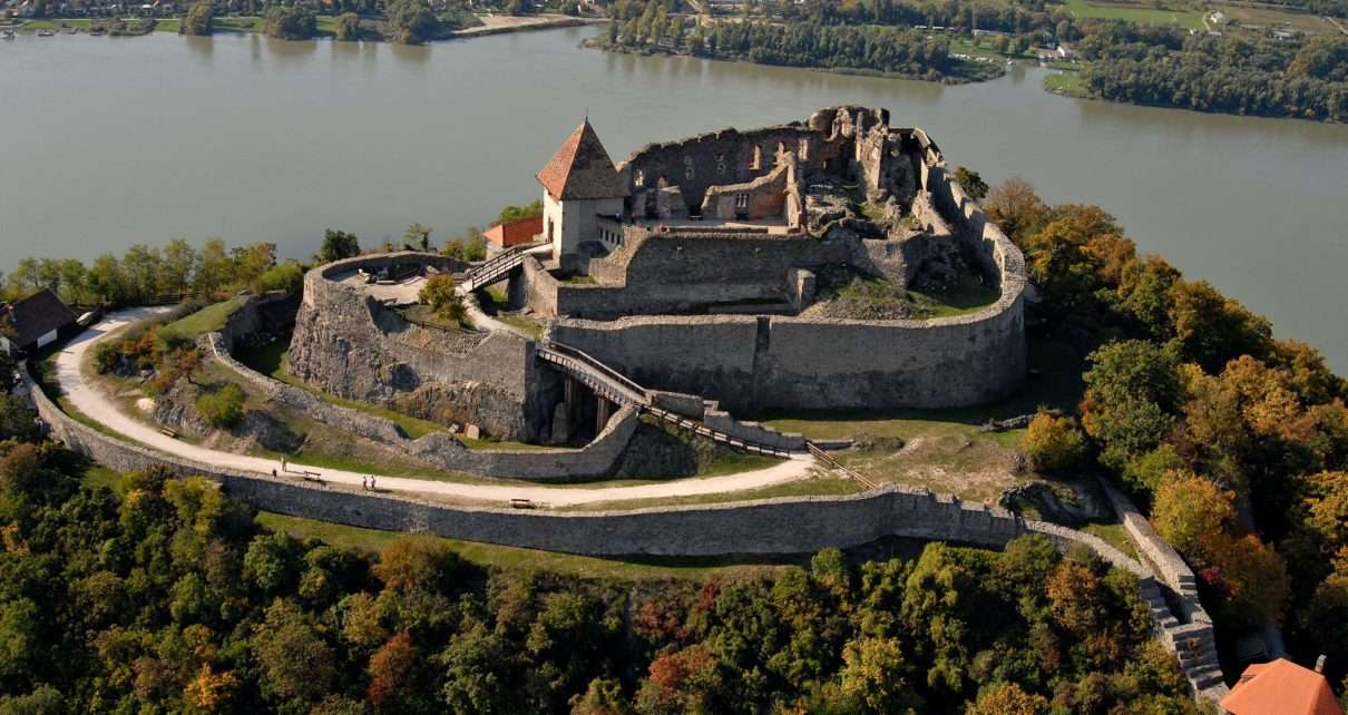 castle-hungary-visegrad-1210x642.jpg