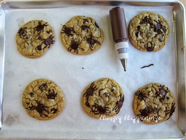 chocolate-chip-cookie-spiders-for-halloween-.jpg