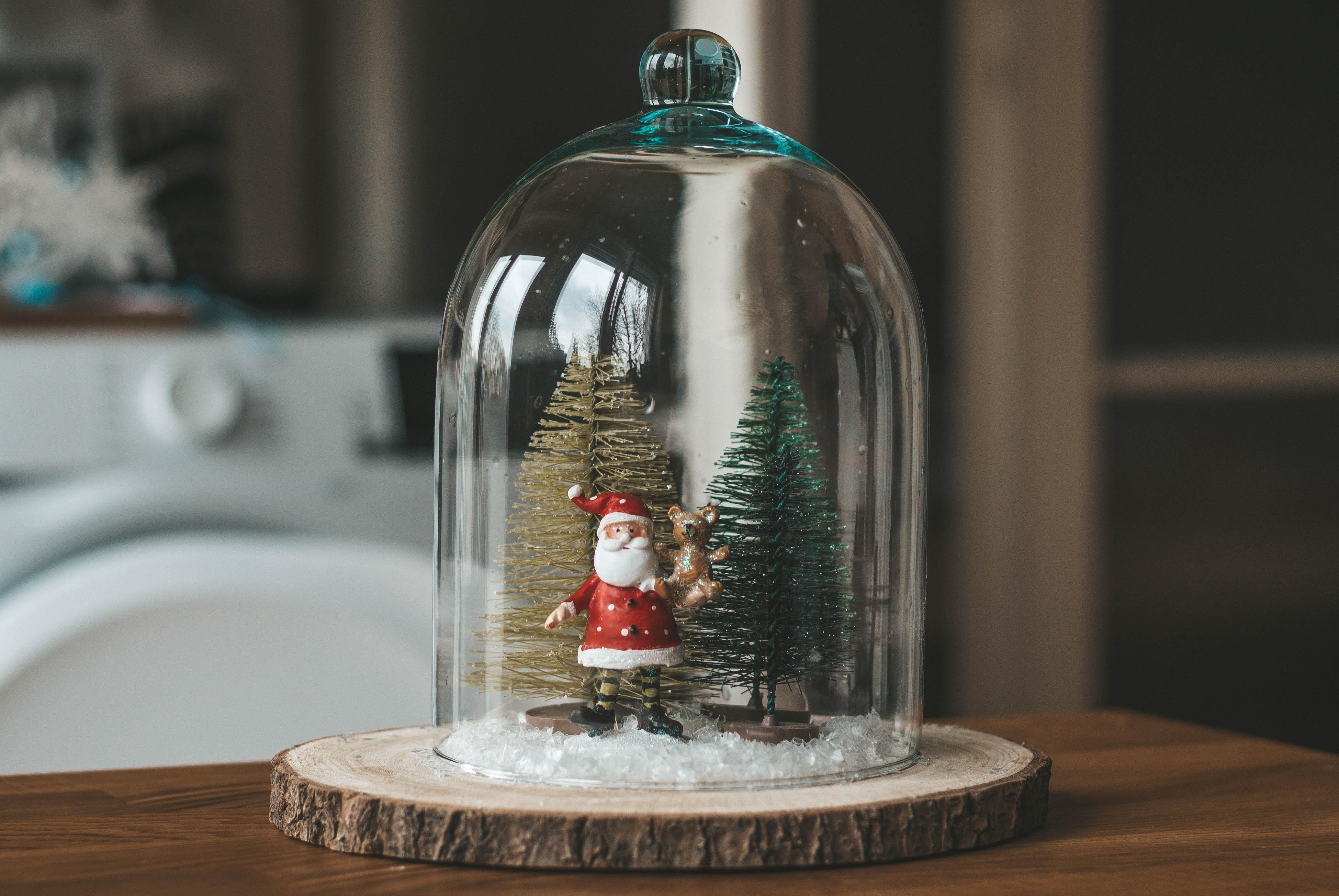 DIY lakásdekor egyszerűen: üvegbúra csendélet