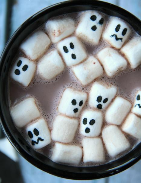 halloween-hot-cocoa-_-familyfreshmeals_com_1.png