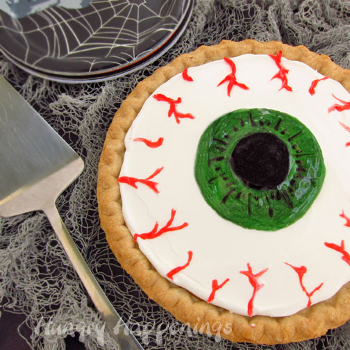pumpkin-peye-decorate-a-pumpkin-pie-to-look-like-an-eye-gross-halloween-dessert-.jpg