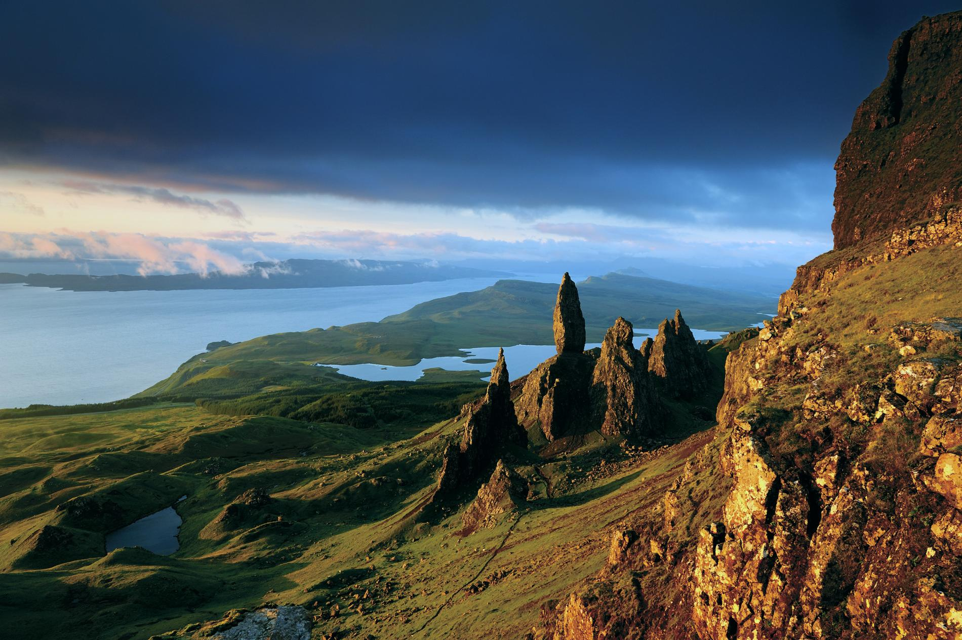 the-storr-isle-of-skye-scotland_adapt_1900_1.jpg