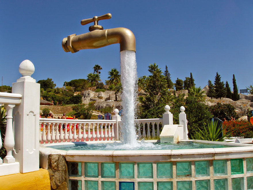 worlds-most-amazing-fountains-4-592d340bc57ec_880.jpg