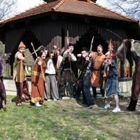Kumiszfüggő ősmagyarok csapnak le Pécsre