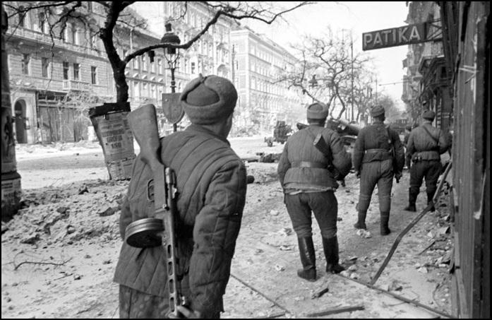 szovjetek-bpest1945.jpg
