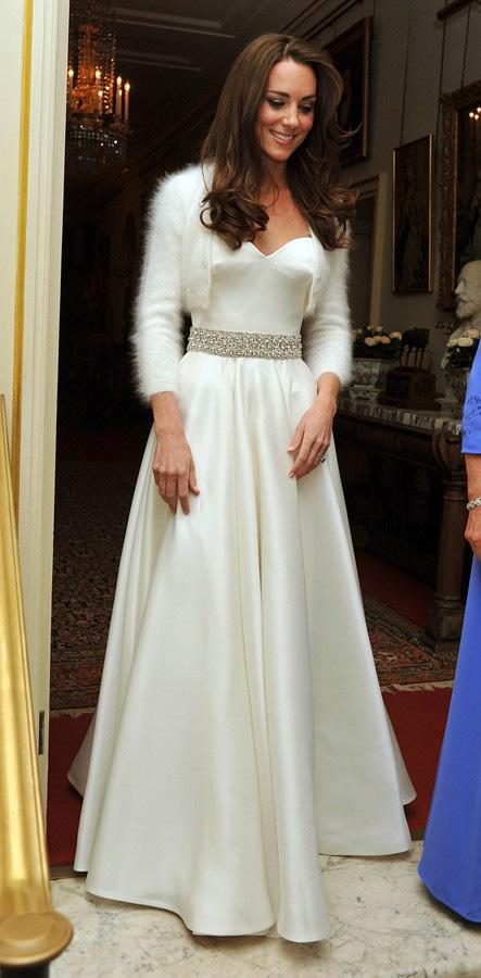 Kate_Middleton_leheletnyi_kasmirban_az_eskuvojen.jpg
