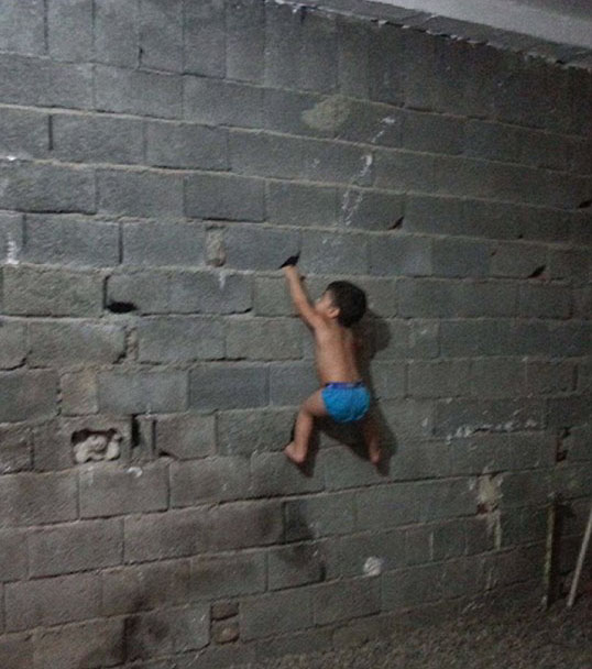 baby-wall-climbing.jpg