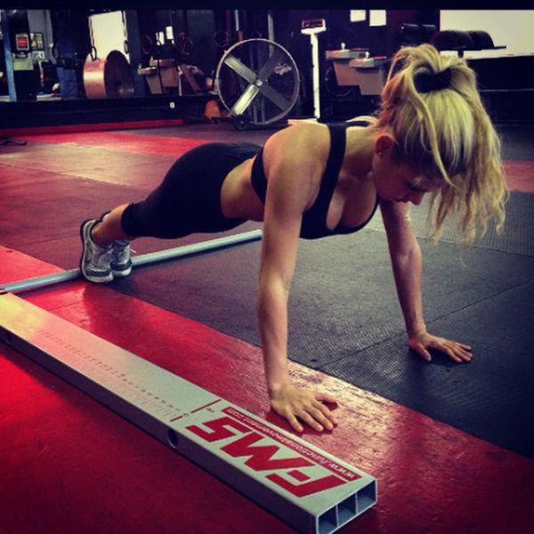 strong_sporty_girls_show_36.jpg