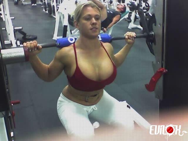 musculation-squat-boobs.jpg