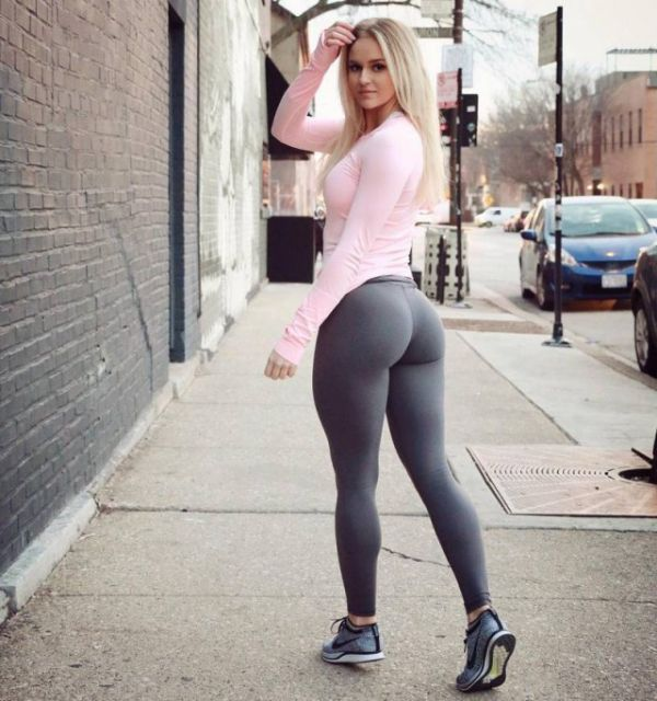 girls_in_yoga_pants_01.jpg
