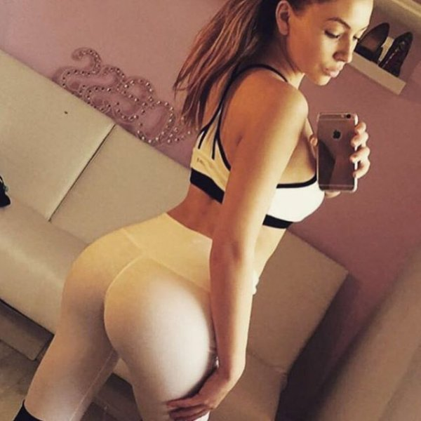 girls_in_yoga_pants_19.jpg