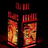 Négyszögletes piros mécsestartó lámpás