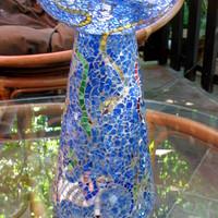 Kék váza mesebeli lényekkel